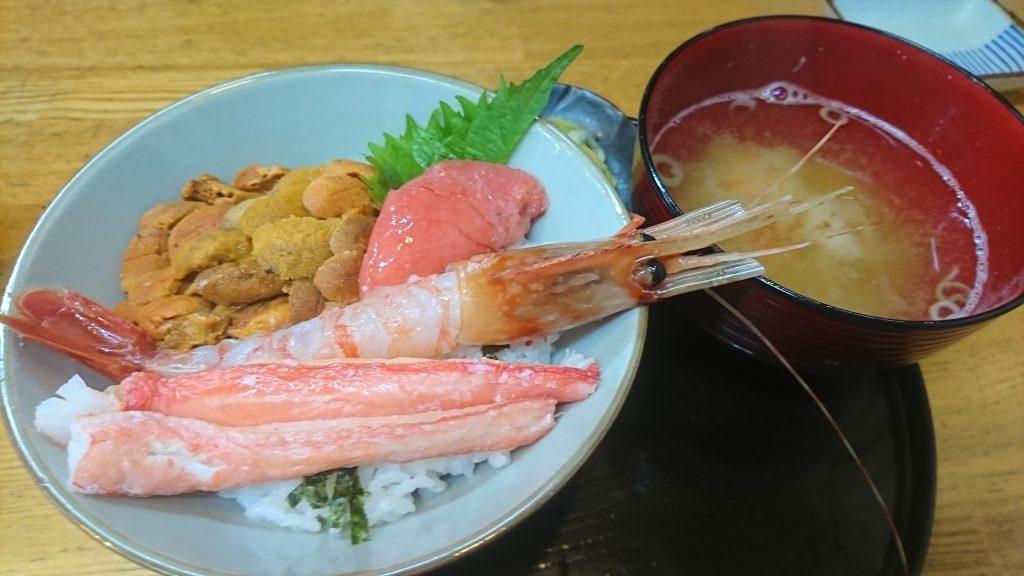 釧路和商市場で食べた勝手丼