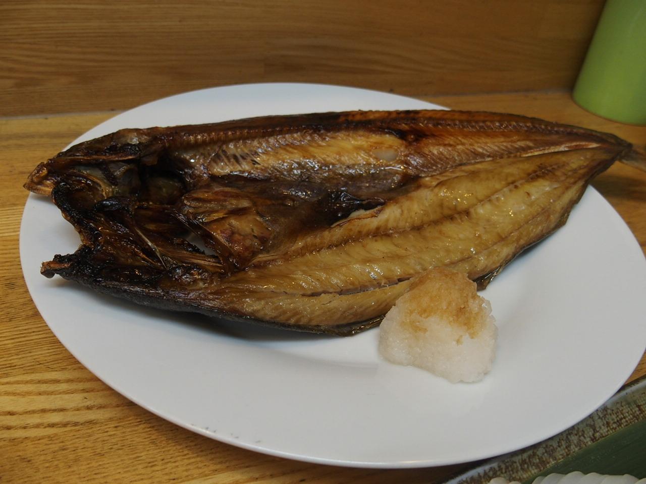 釧路の和商市場の市場亭で食べたほっけ