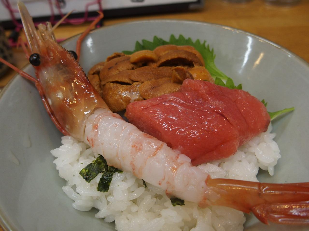 釧路の和商市場の市場亭で食べた勝手丼