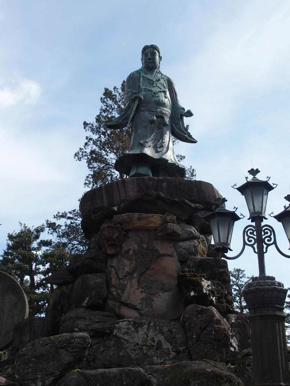 金沢兼六園の日本武尊像