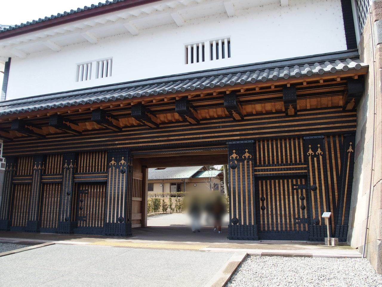 金沢城公園の見どころのひとつ橋爪門