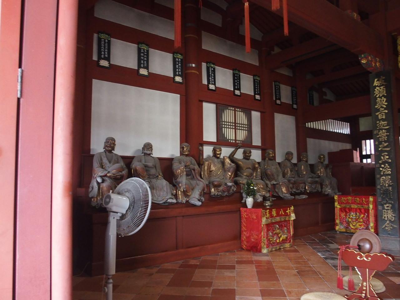 長崎の崇福寺の国宝大雄宝殿の十八羅漢