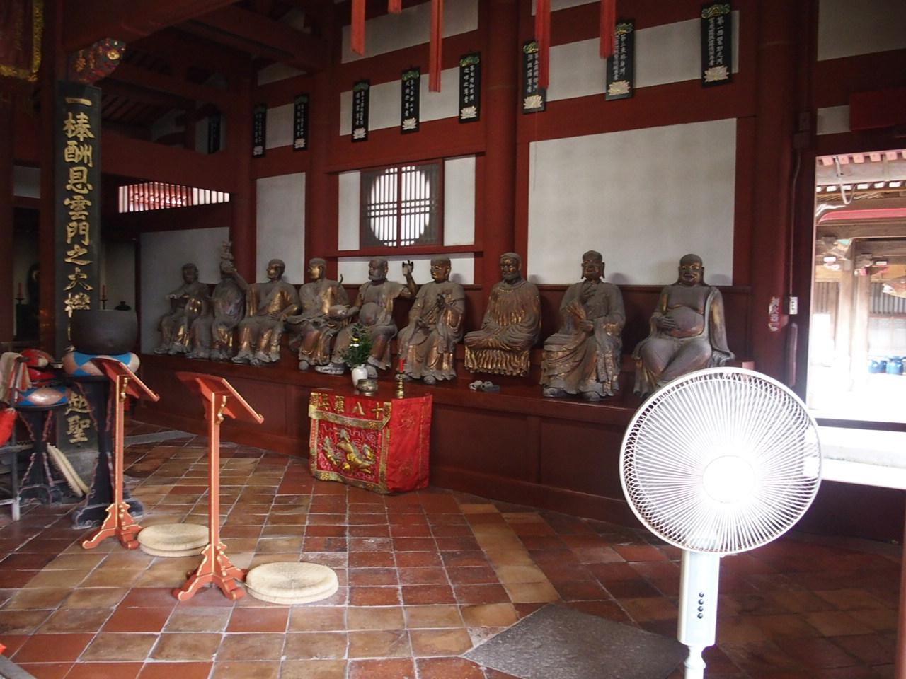 長崎崇福寺の国宝大雄宝殿の十八羅漢