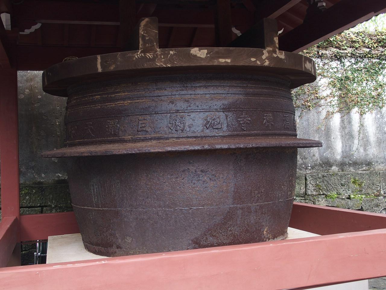 長崎崇福寺の境内にある大釜