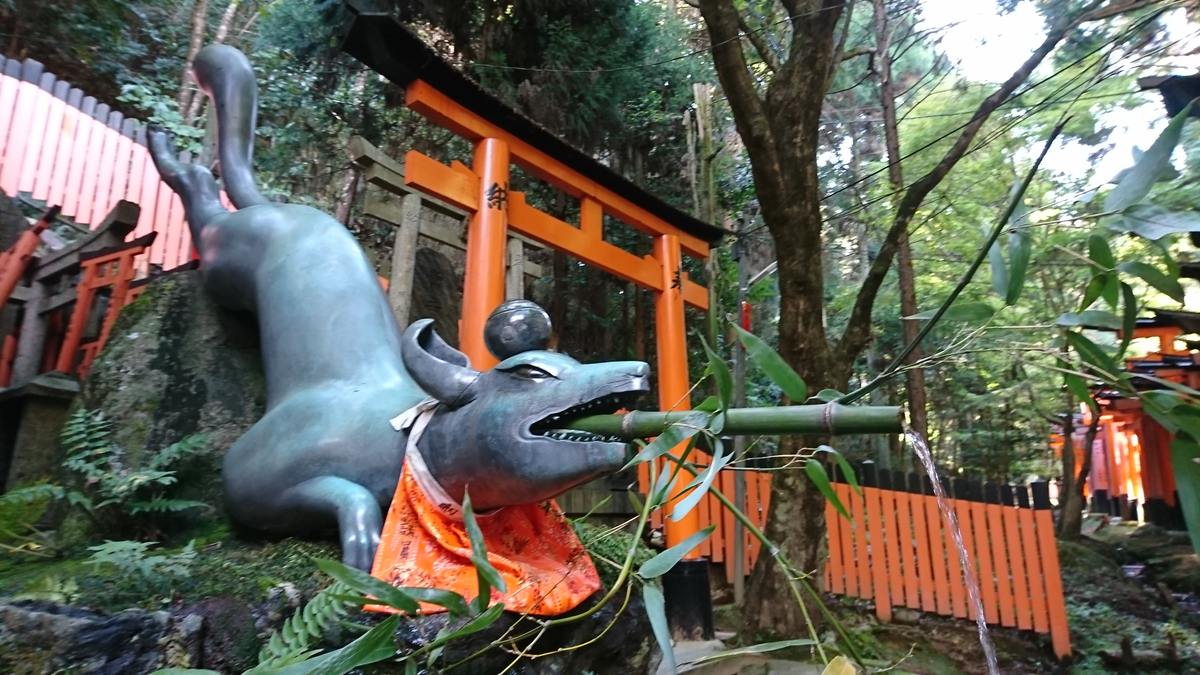 京都伏見稲荷大社のお稲荷さま