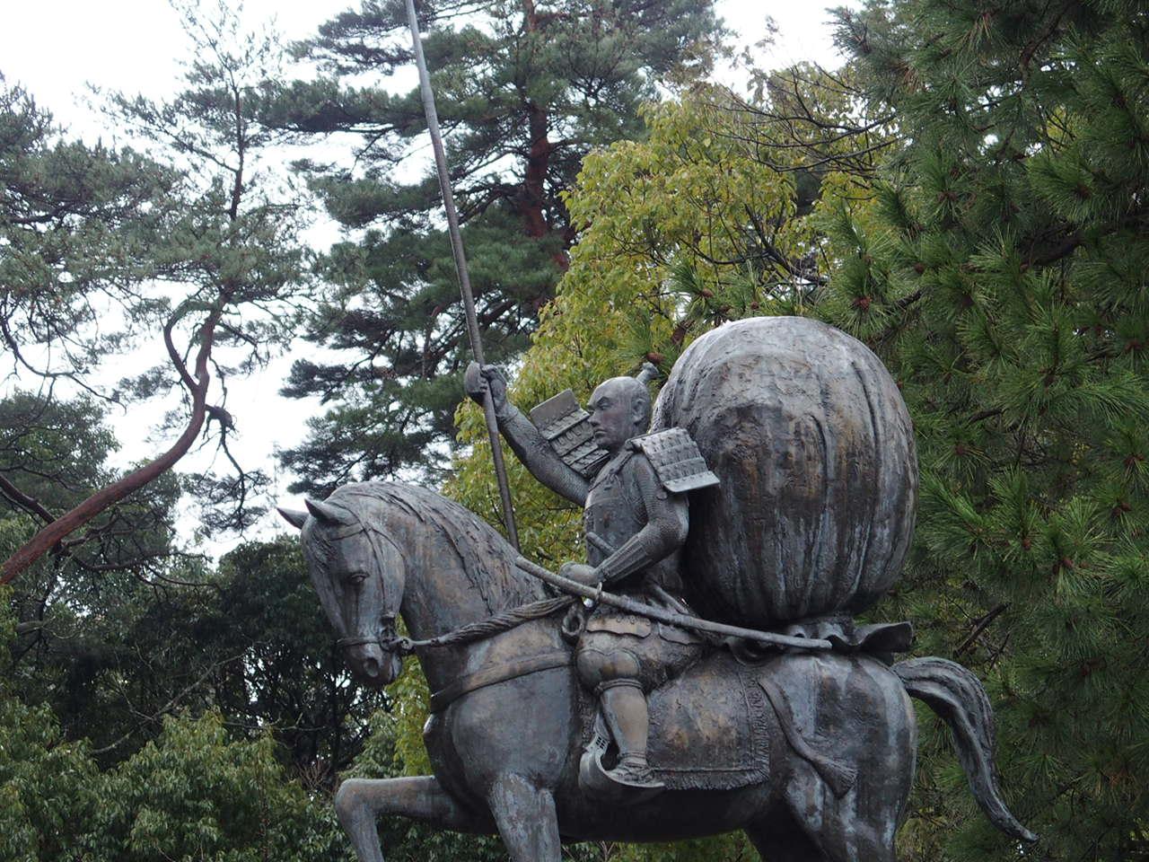 金沢のパワースポット尾山神社の前田利家の像