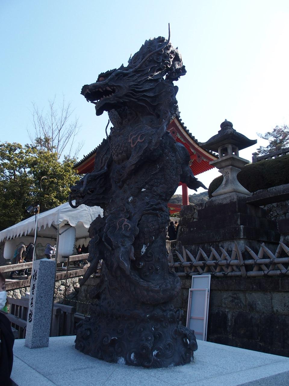 清水寺のパワースポット龍の像