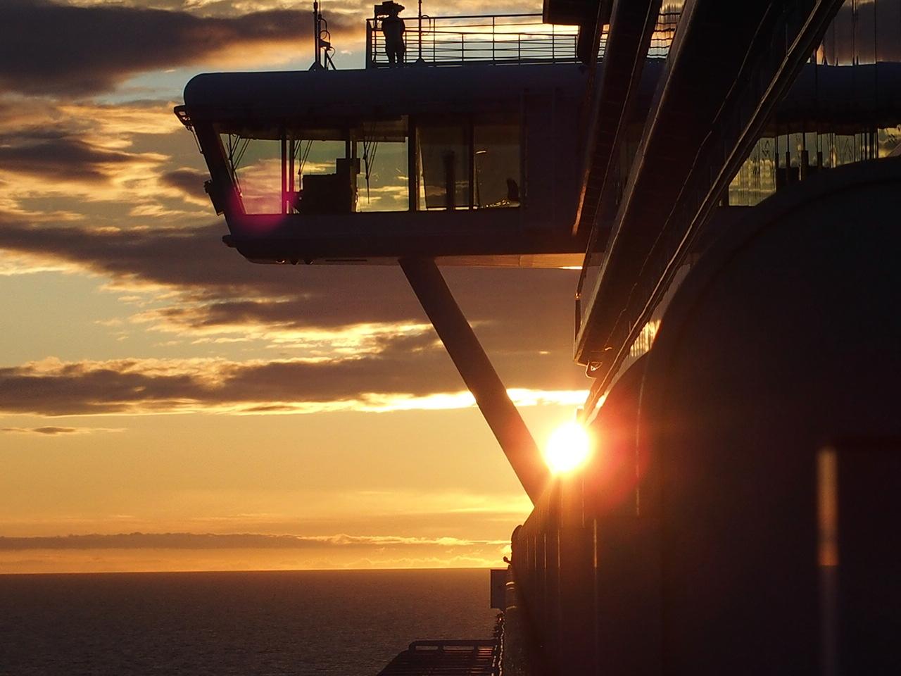 ダイヤモンドプリンセス船内で見える夕焼け