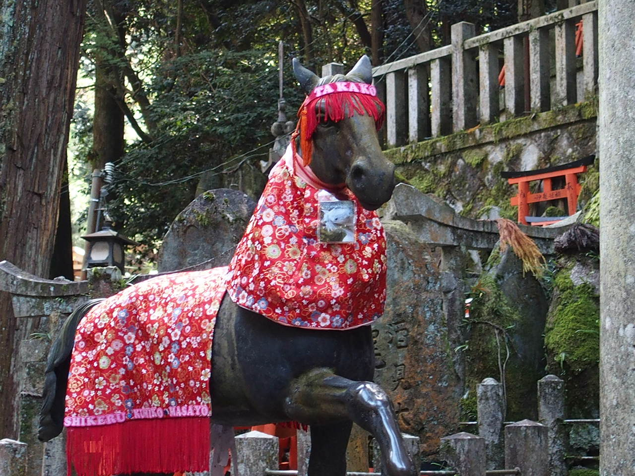 伏見稲荷大社の御膳谷奉拝所の神馬