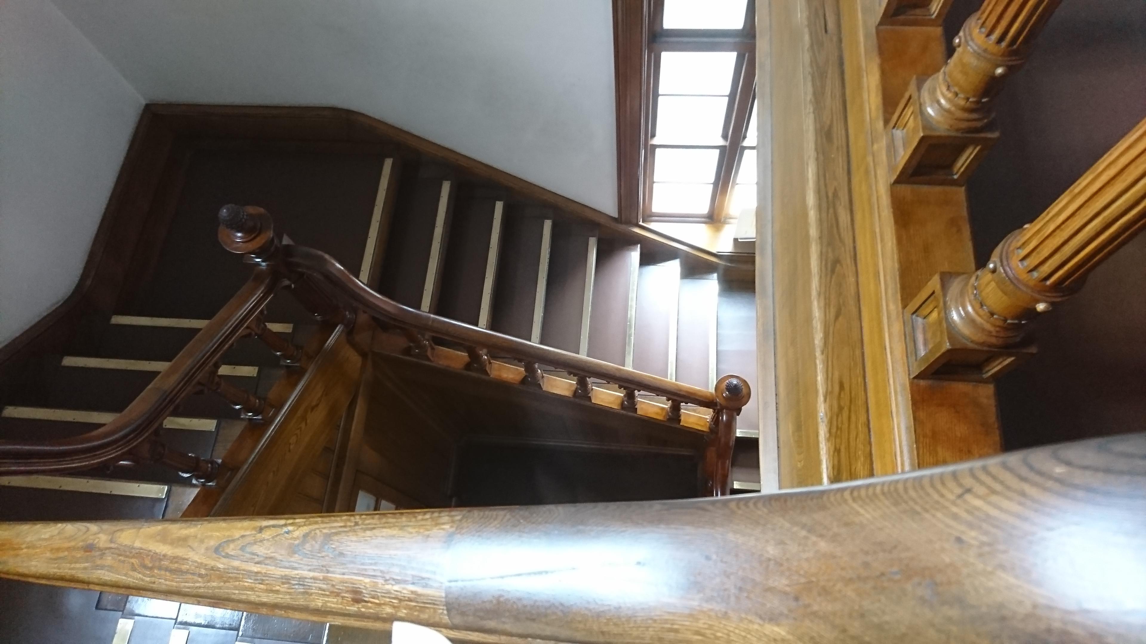 旧日本郵船小樽支店の2階に上がる階段
