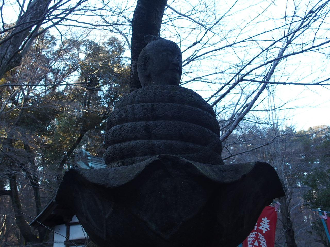 井の頭弁財天の境内にある像