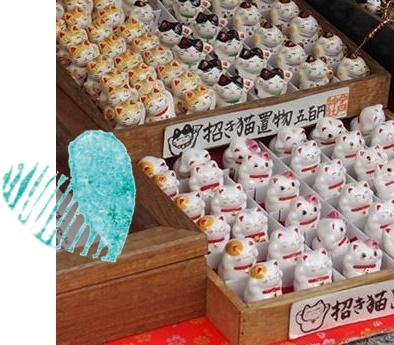 浅草の今戸神社の招き猫の置物