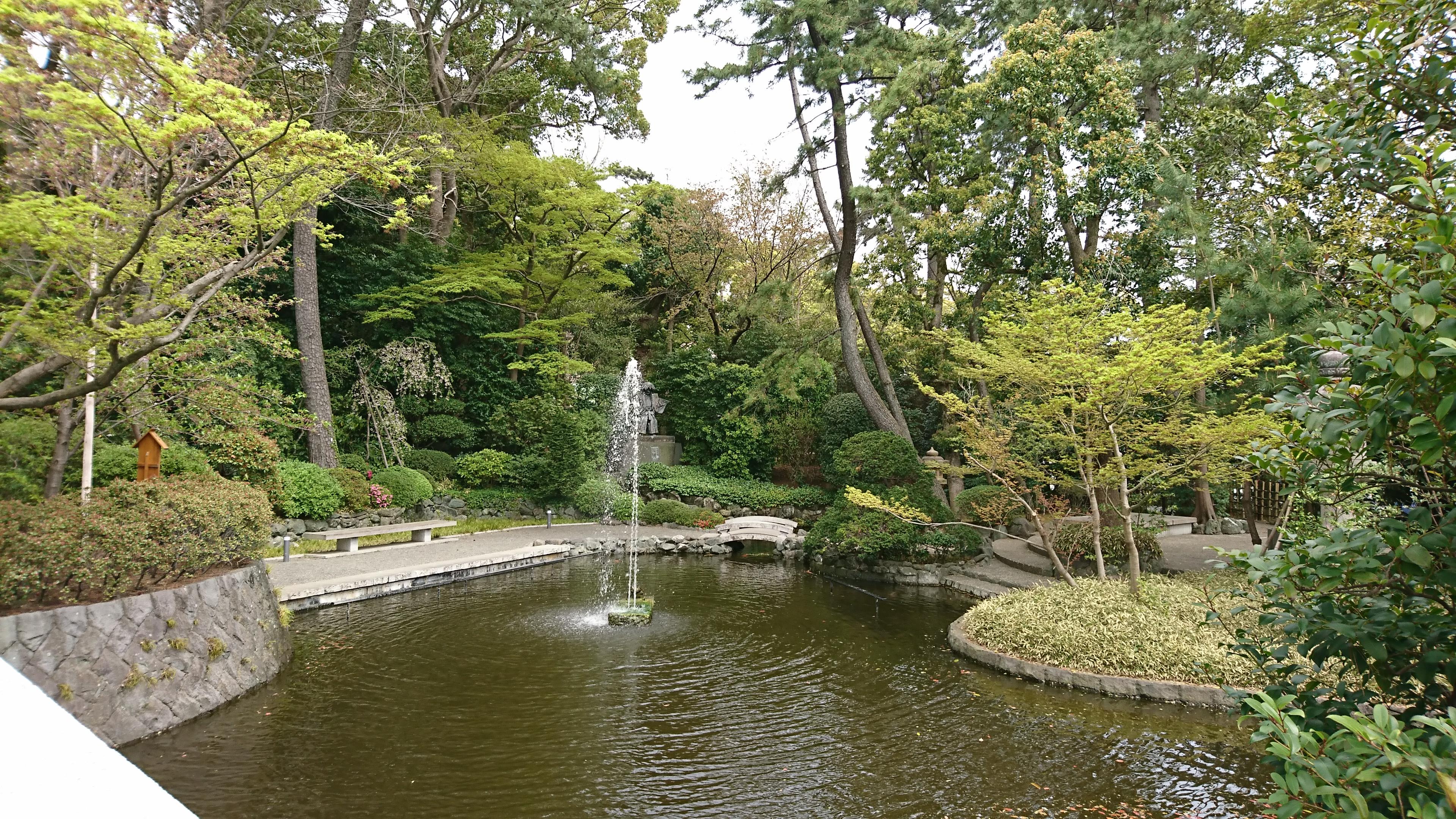 寒川神社の神池