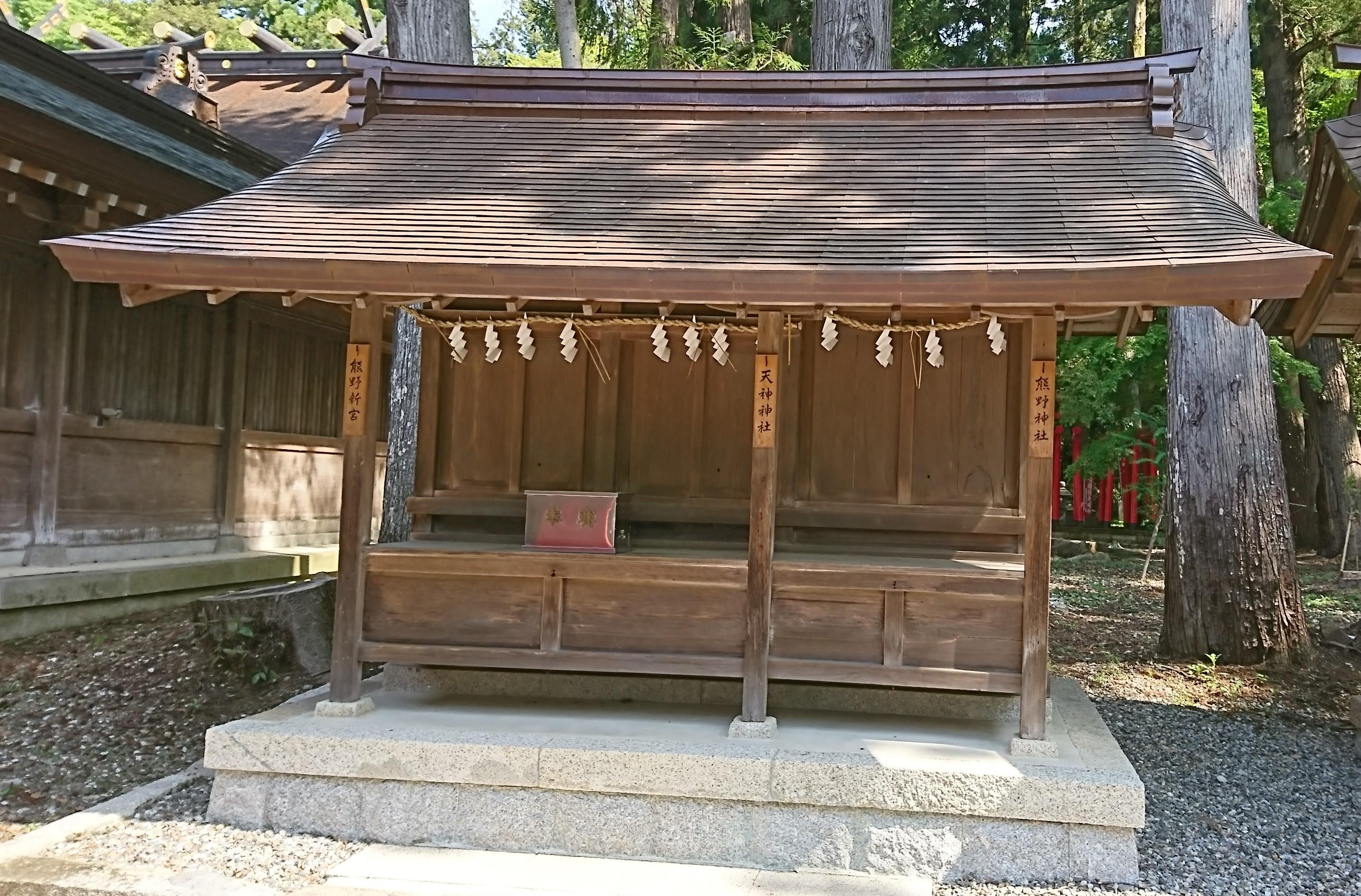 多賀大社の境内にある熊野神社・熊野新宮・天神神社