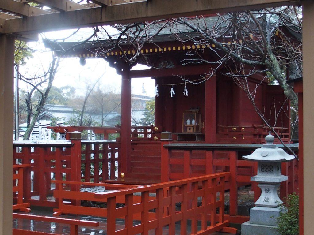 鶴岡八幡宮の源氏池の上に鎮座する勝利のパワースポット旗上げ弁財天