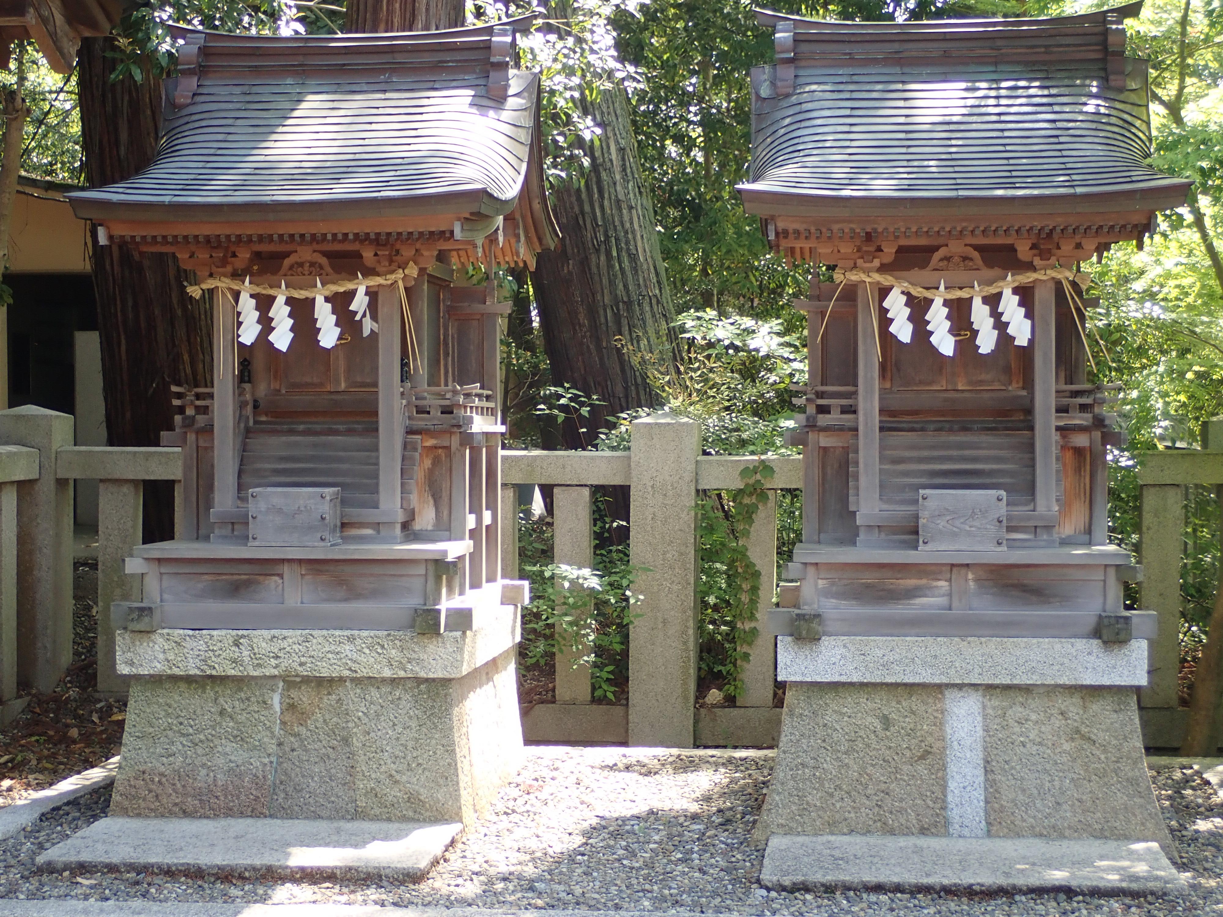多賀大社の太閤橋の近くにある愛宕神社と秋葉神社