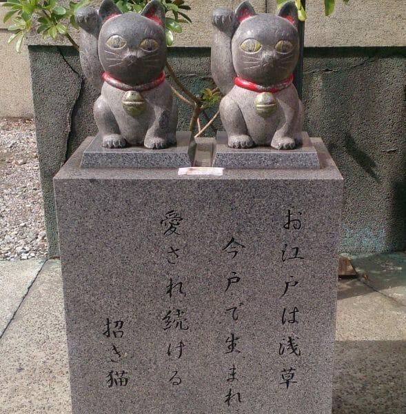 浅草の縁結びが有名な今戸神社で待ち受け画像にしたい招き猫