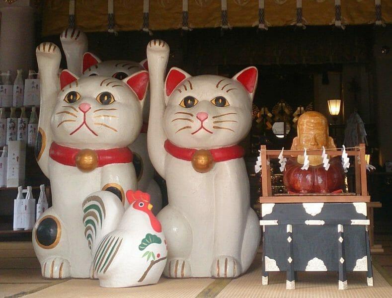 浅草で縁結びと招き猫が有名な今戸神社