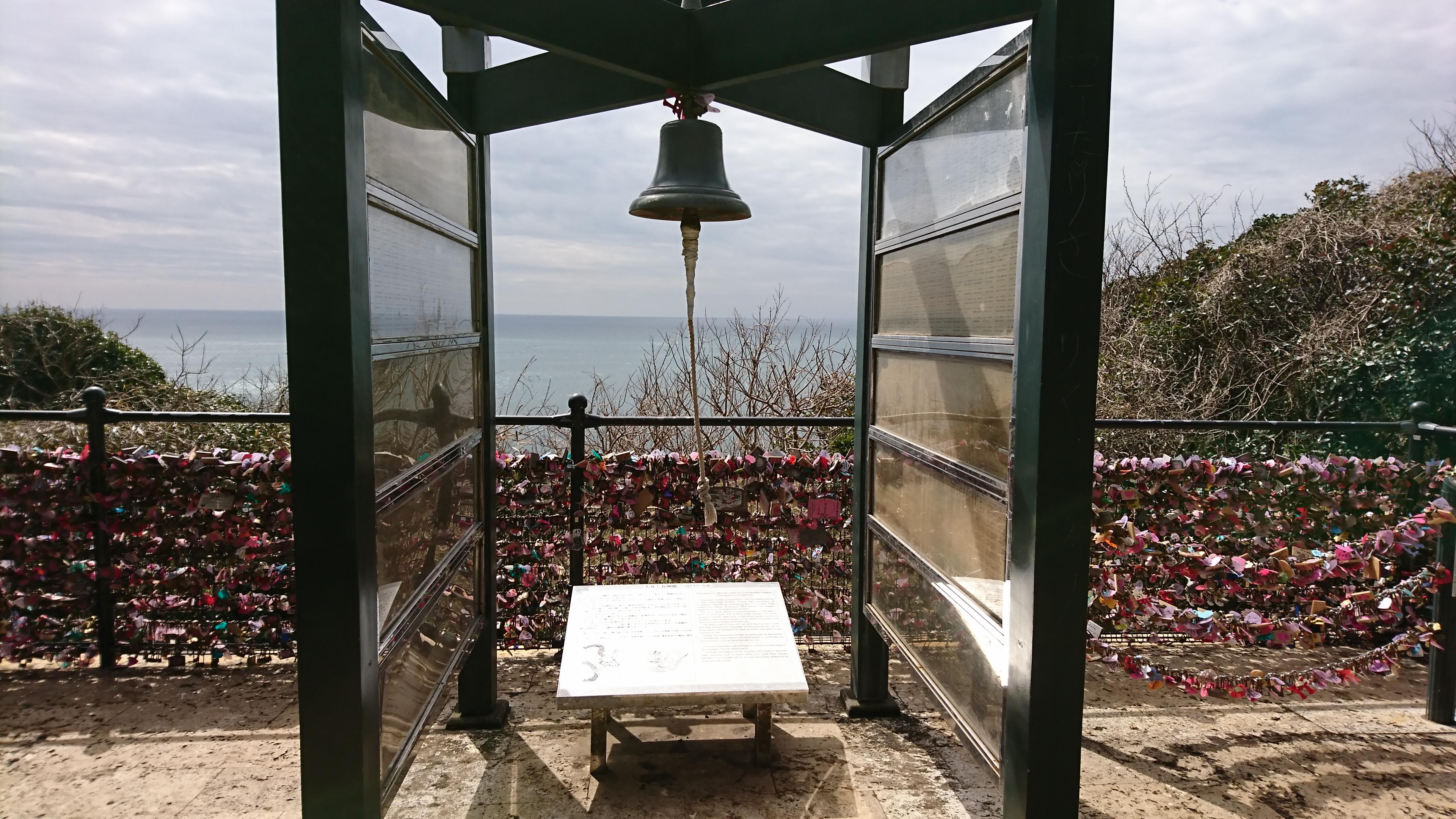 江ノ島神社の龍恋の鐘