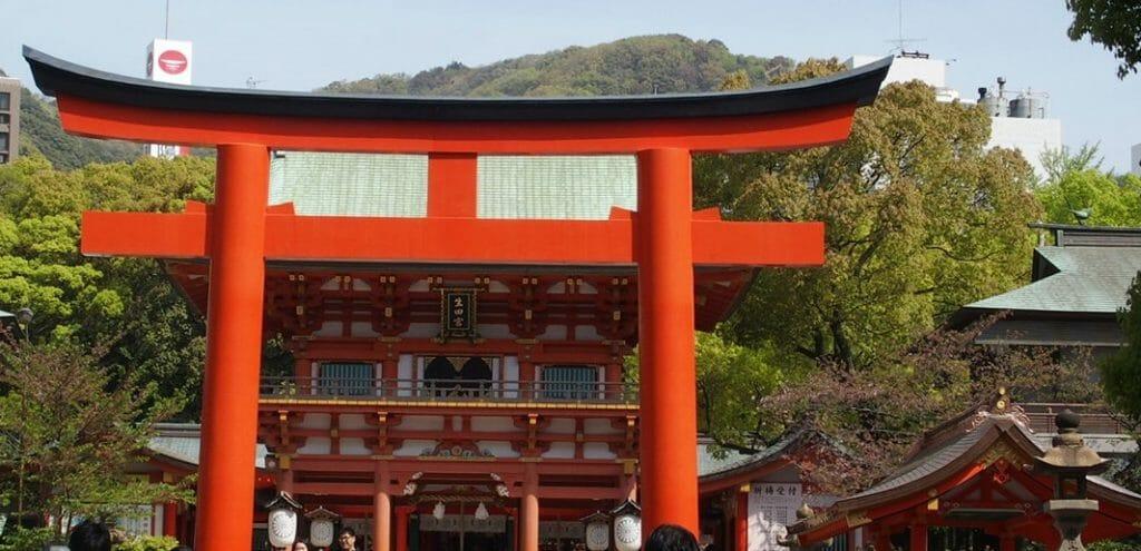 神戸三宮の生田神社の鳥居