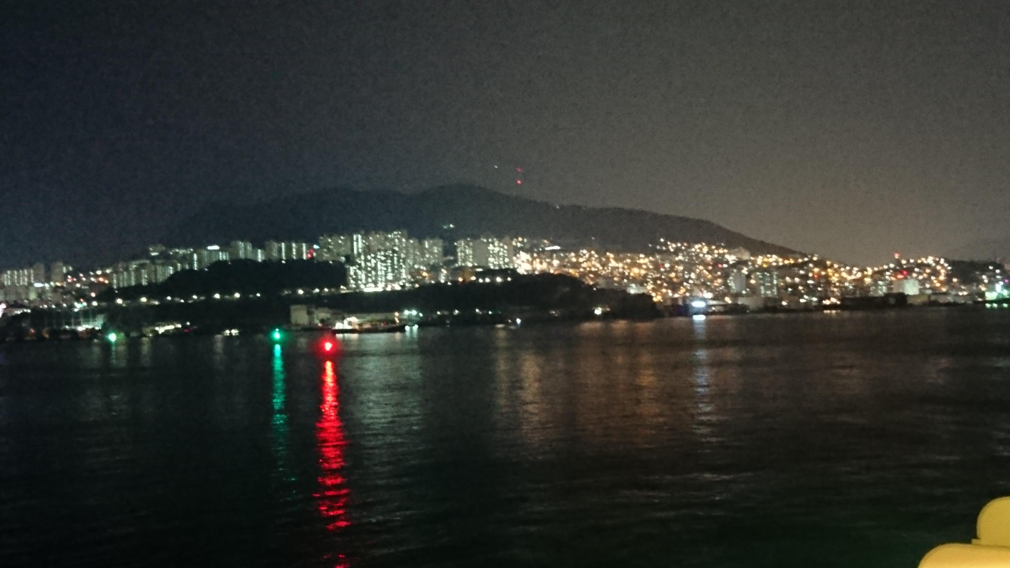 釜山港から見える釜山の夜景