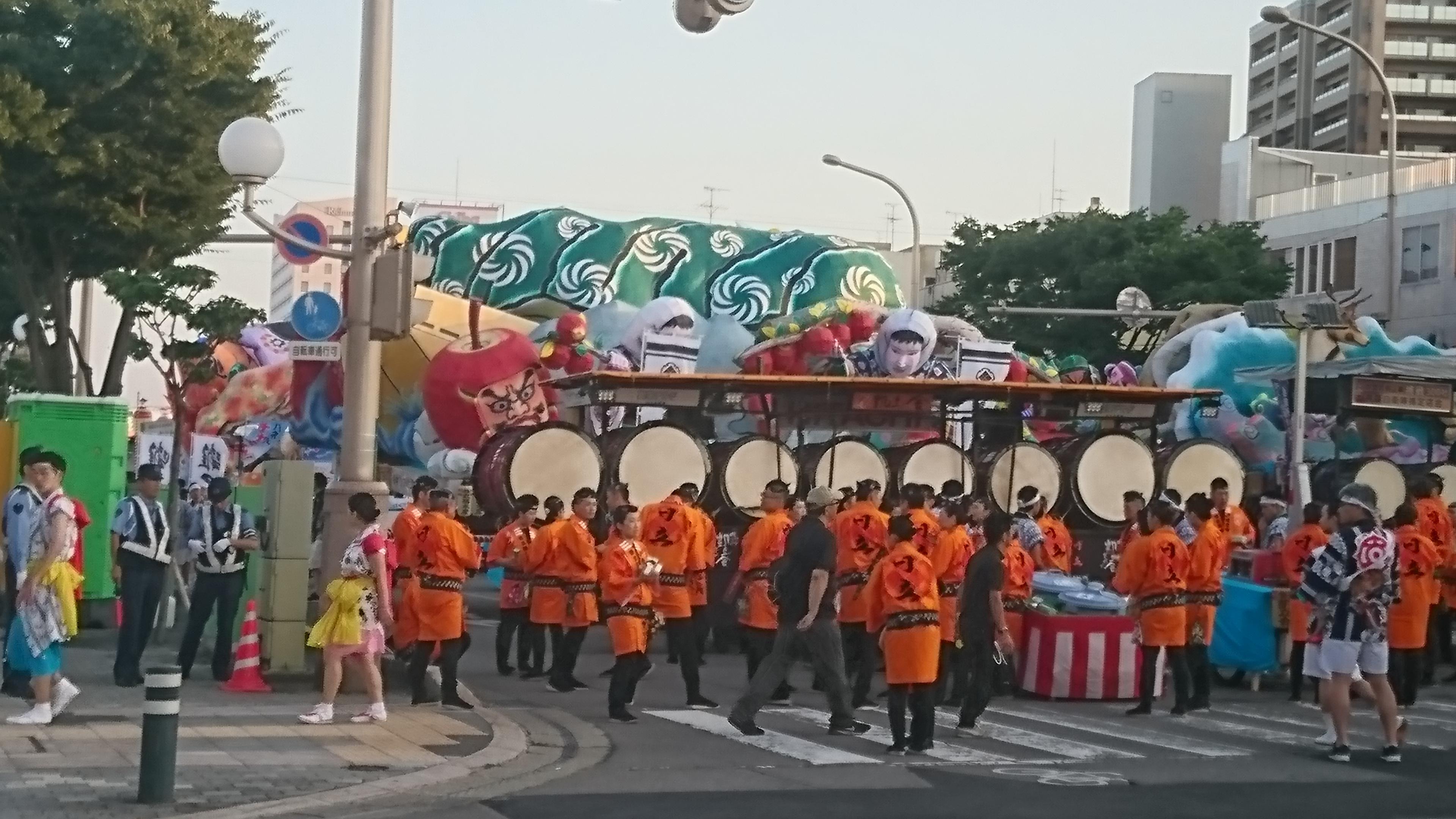 ねぶた祭開始前の青森市内