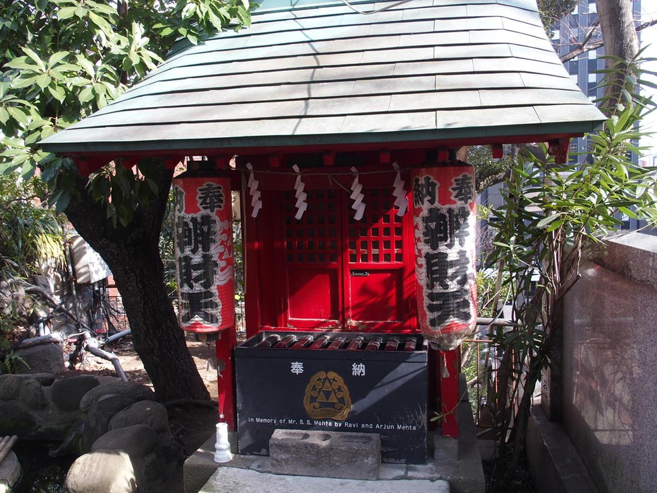 東京港区愛宕神社の境内にある弁財天社