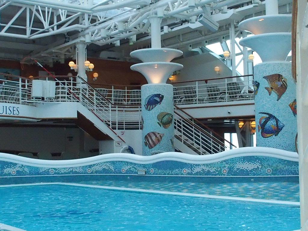 ダイヤモンドプリンセス船内のプール