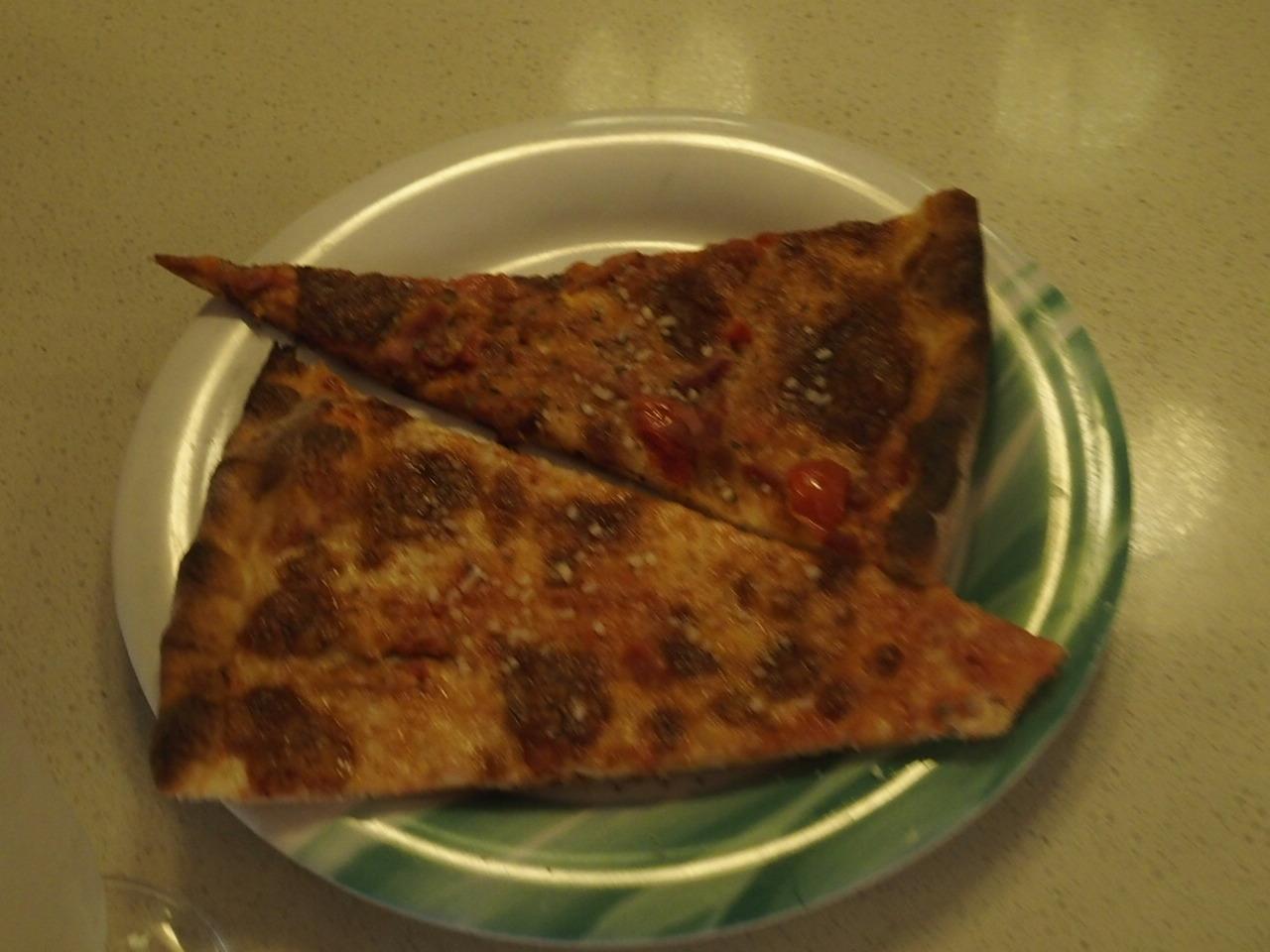 ダイヤモンドプリンセスの船内で食べられる無料のピザ