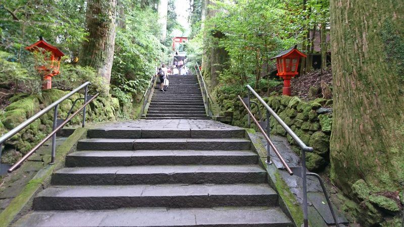 箱根神社参道の89段の階段