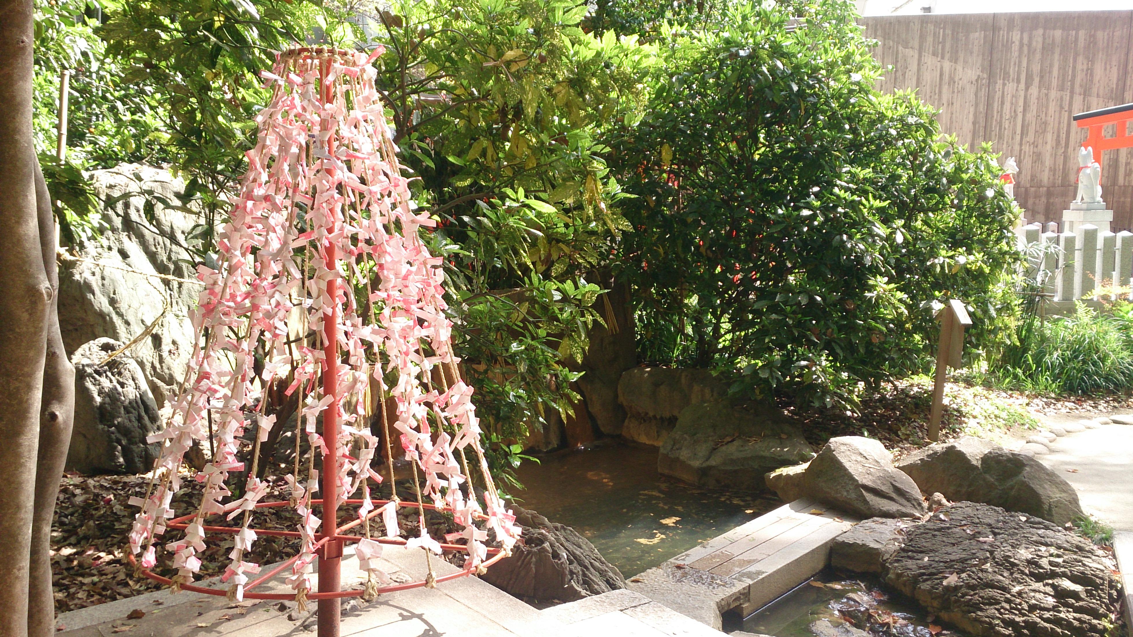 生田神社の縁結びの水占い