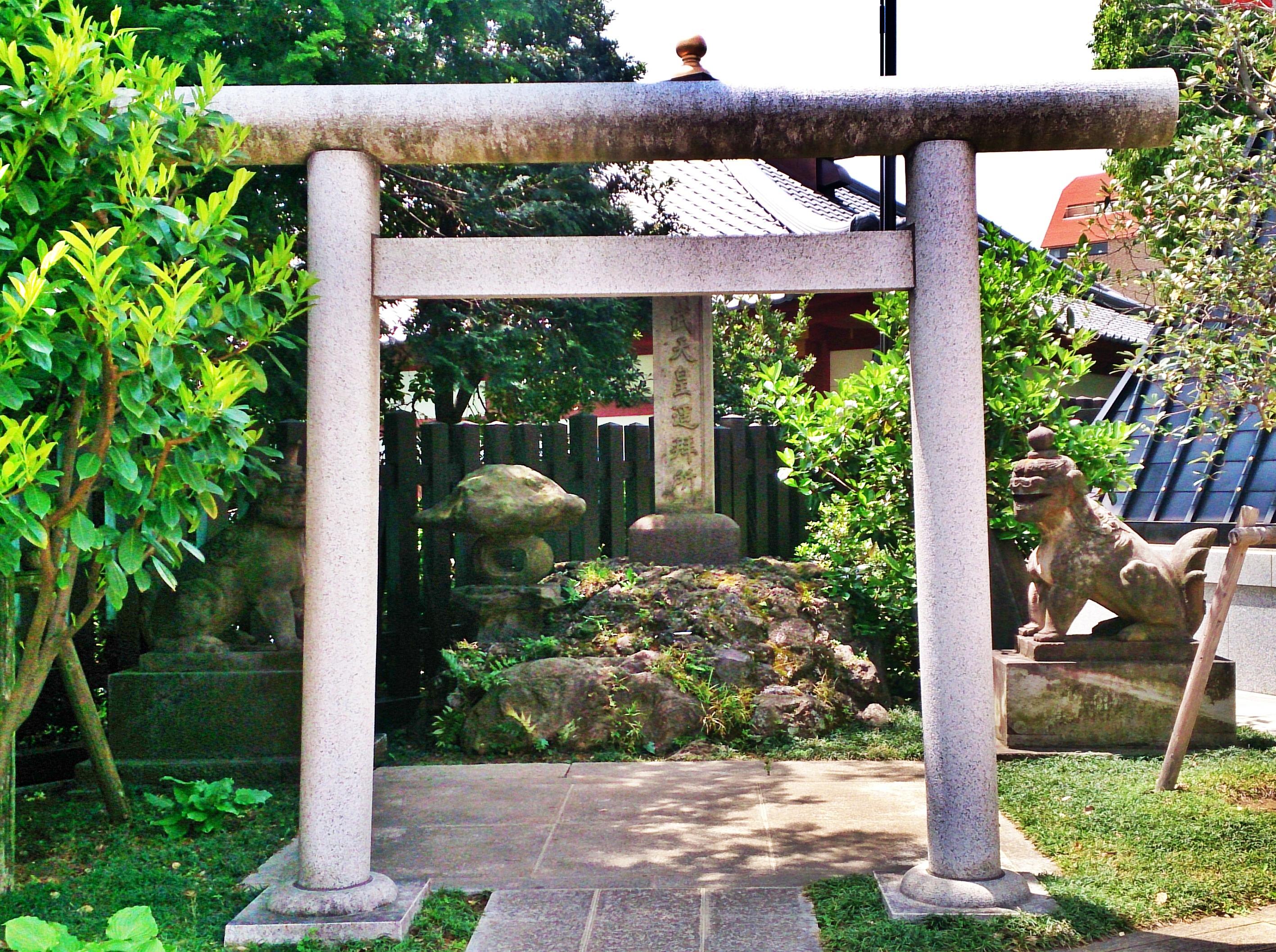 早稲田のパワースポット穴八幡宮の神武天皇の遥拝殿