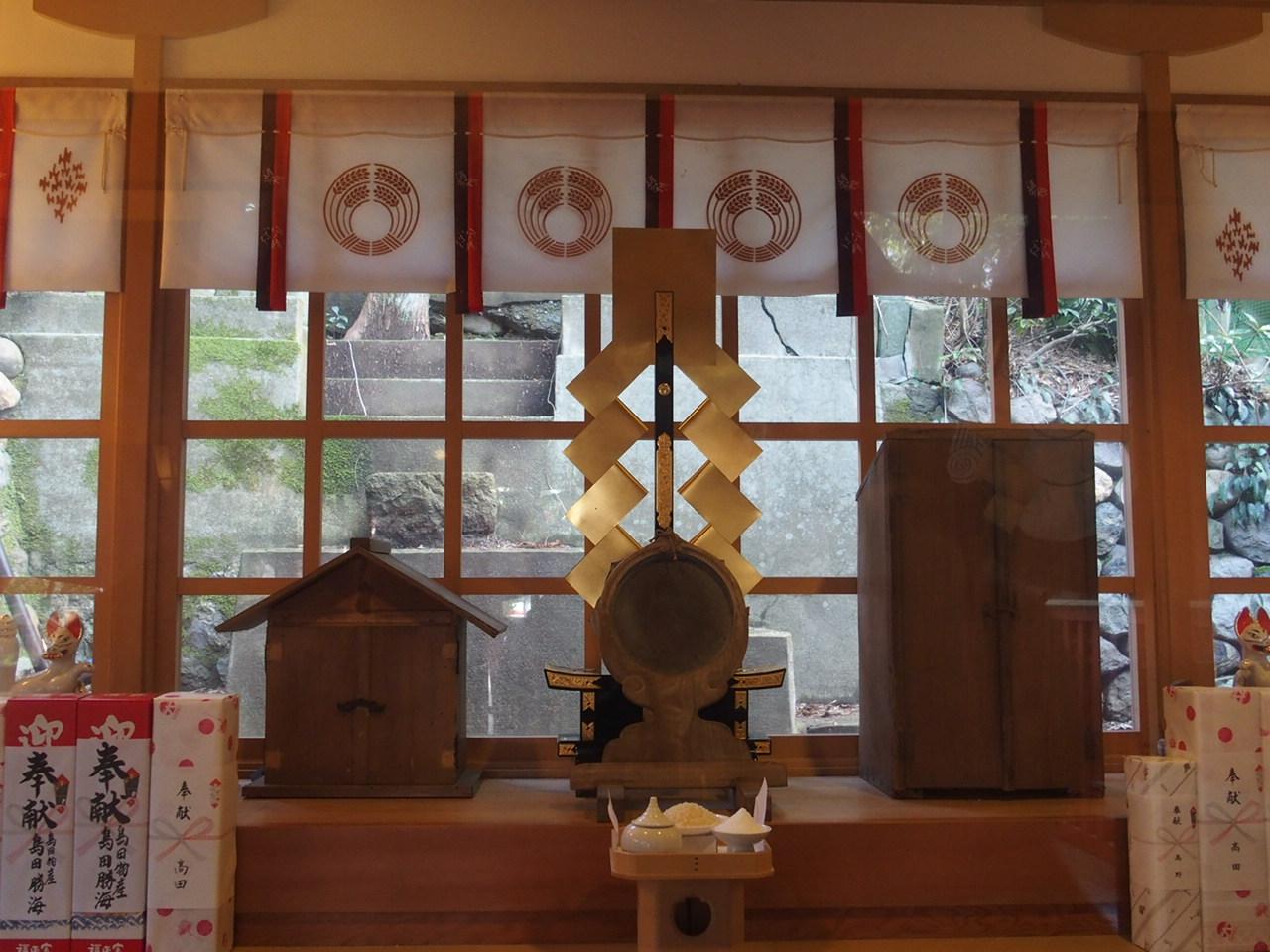 金沢の石浦神社の広坂稲荷神社の拝殿