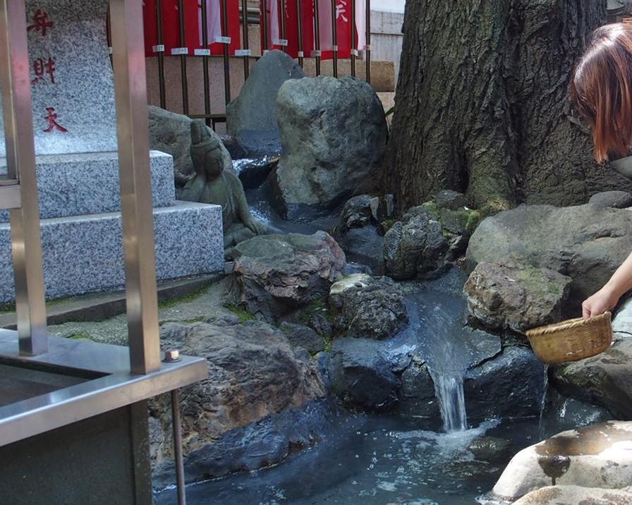 豊川稲荷東京別院の七福神巡りで銭洗い