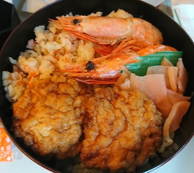 神尾弁当部の海老づくしは最近東京駅の祭で買えるようになった駅弁です