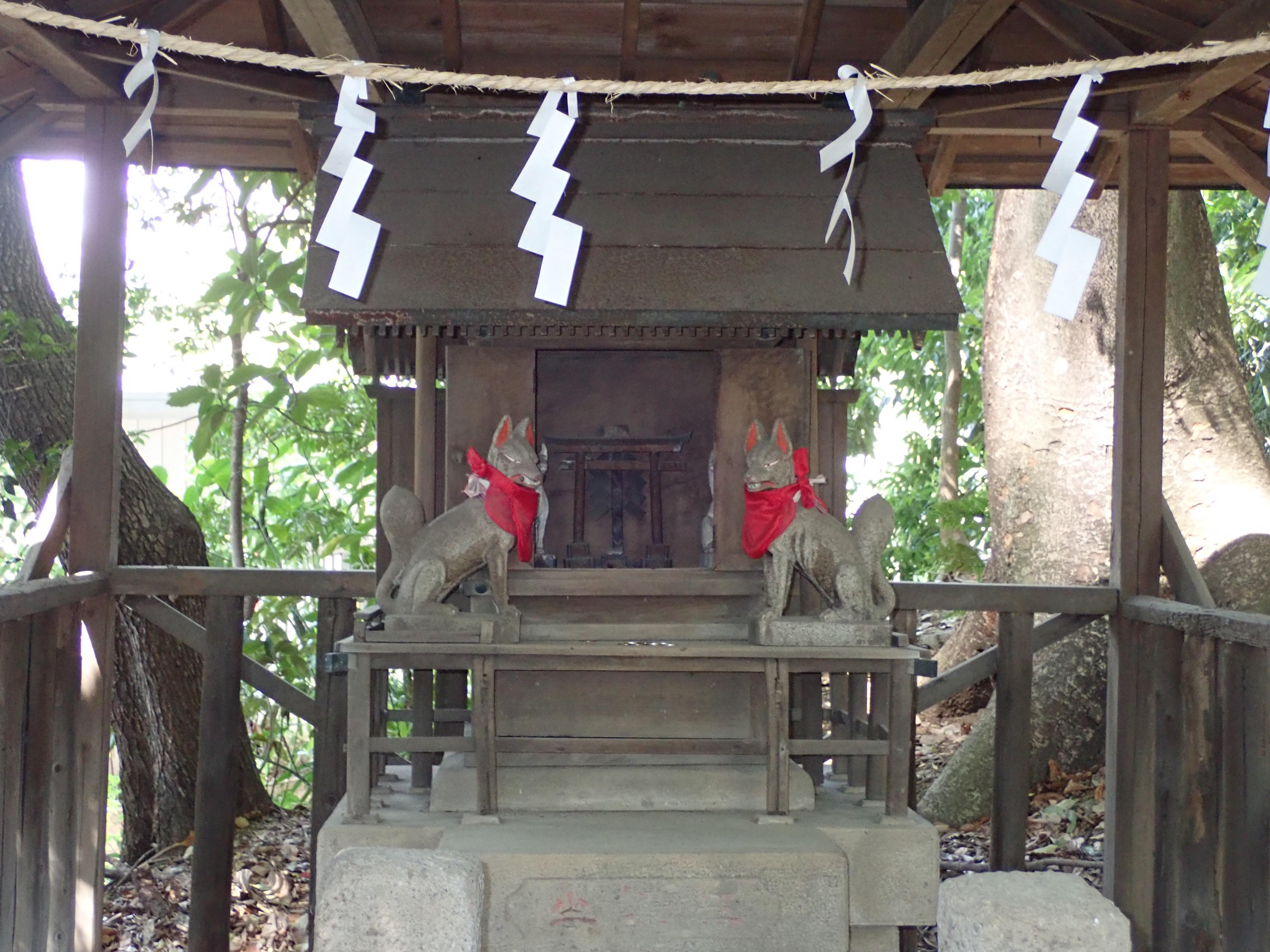 川越氷川神社の境内にある三峯神社