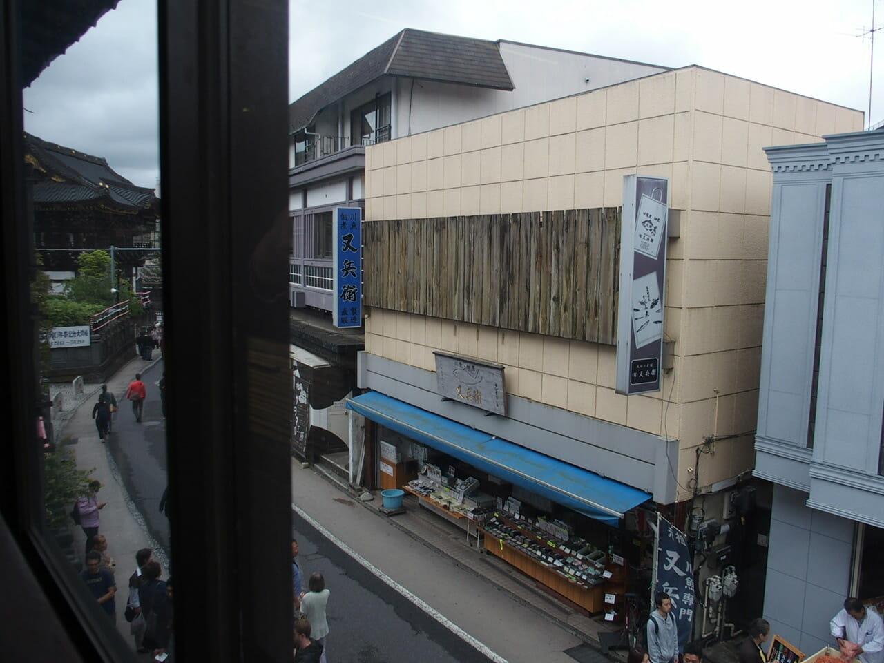 成田のうなぎ駿河屋の2階からは新勝寺が見えています