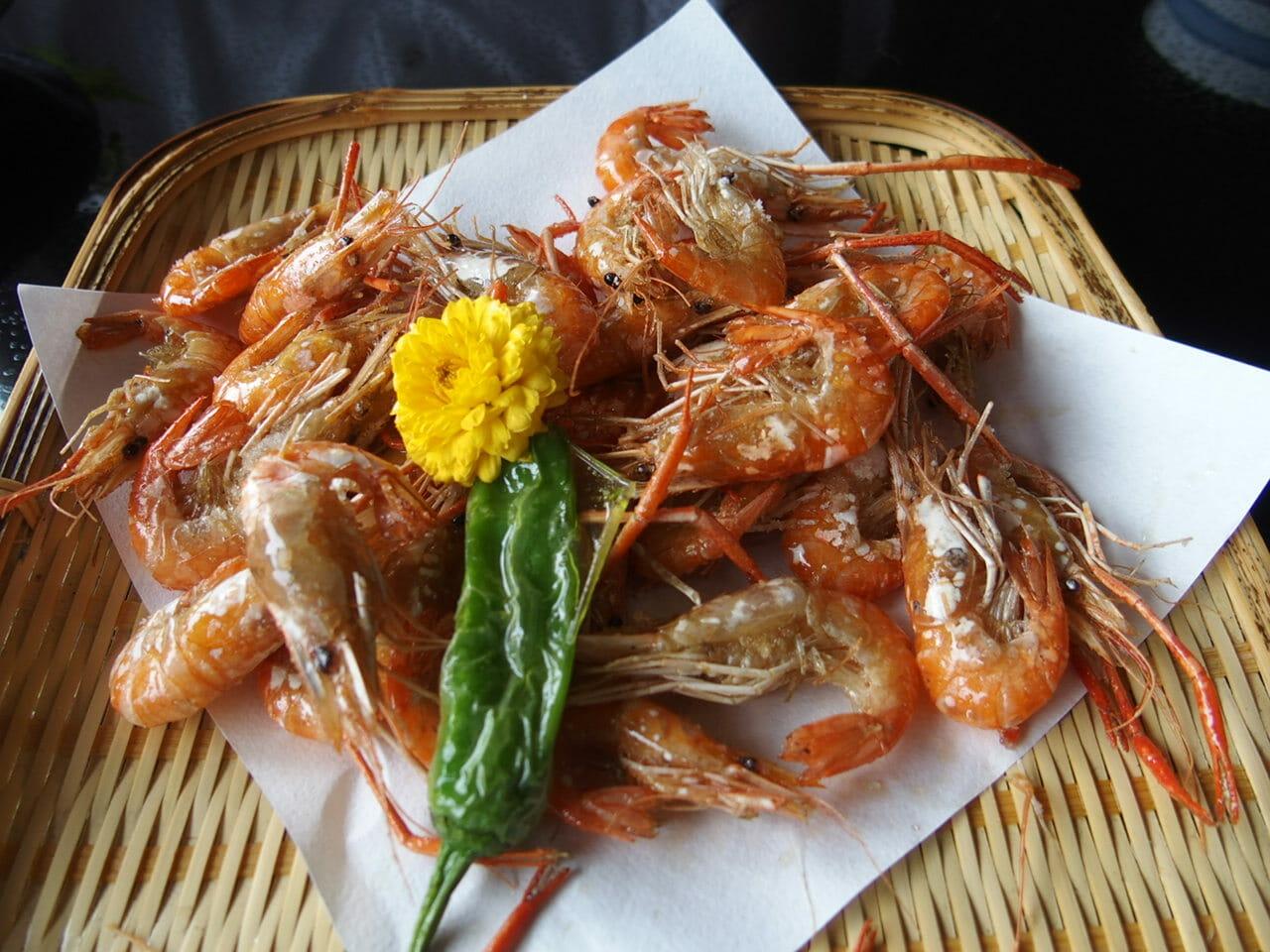 成田山のうなぎ駿河屋の一品料理川海老の唐揚げ
