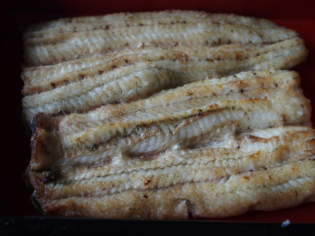 成田山のうなぎ駿河屋のうなぎの白焼き