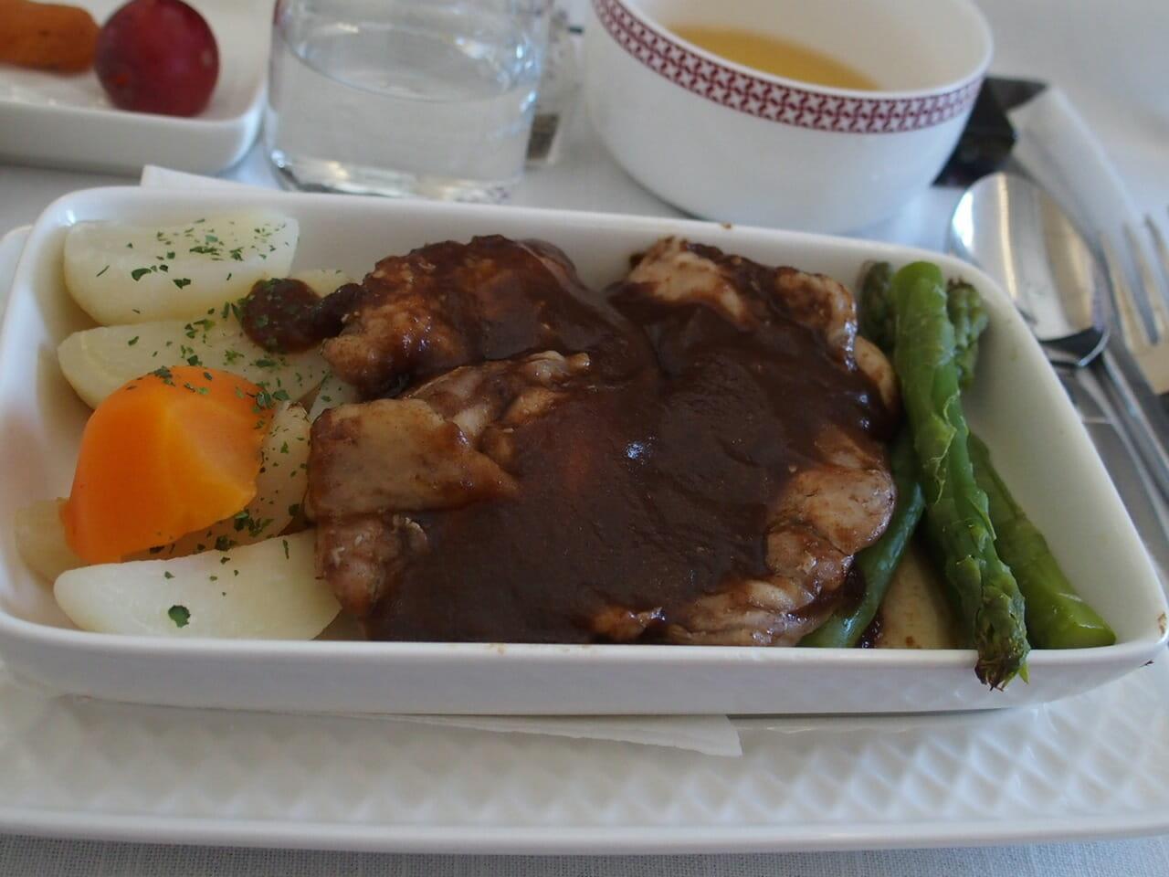 イベリア航空ビジネスクラスの機内食の洋食のメイン