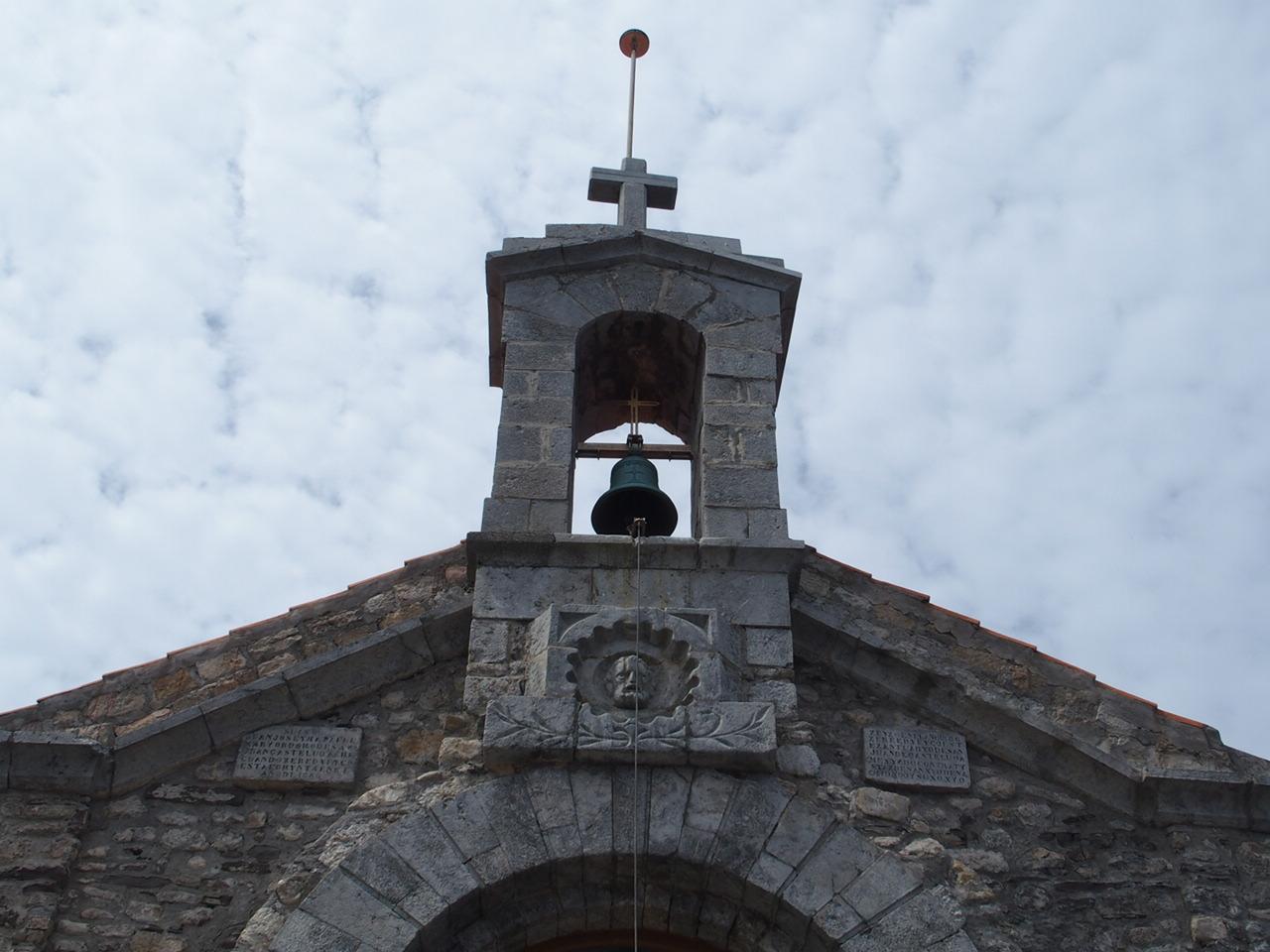 サン・ファン・デ・ガステルガチェ教会の願いが叶う鐘