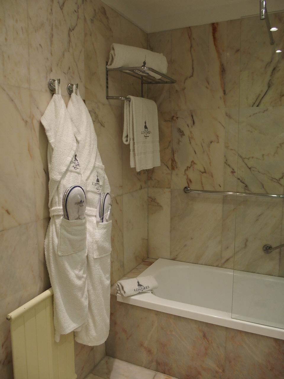 サンセバスチャンのホテルロンドレスのバスルーム