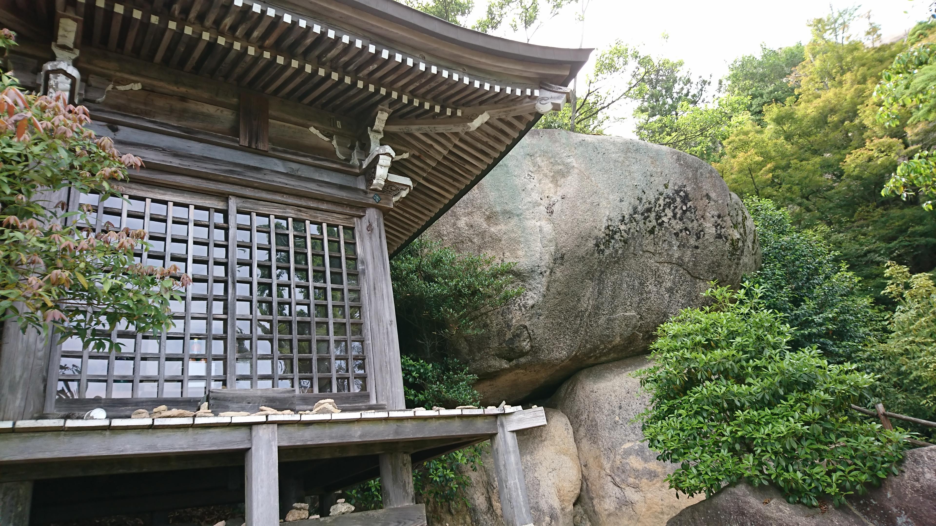 宮島の弥山登山道にある観音堂・文殊道