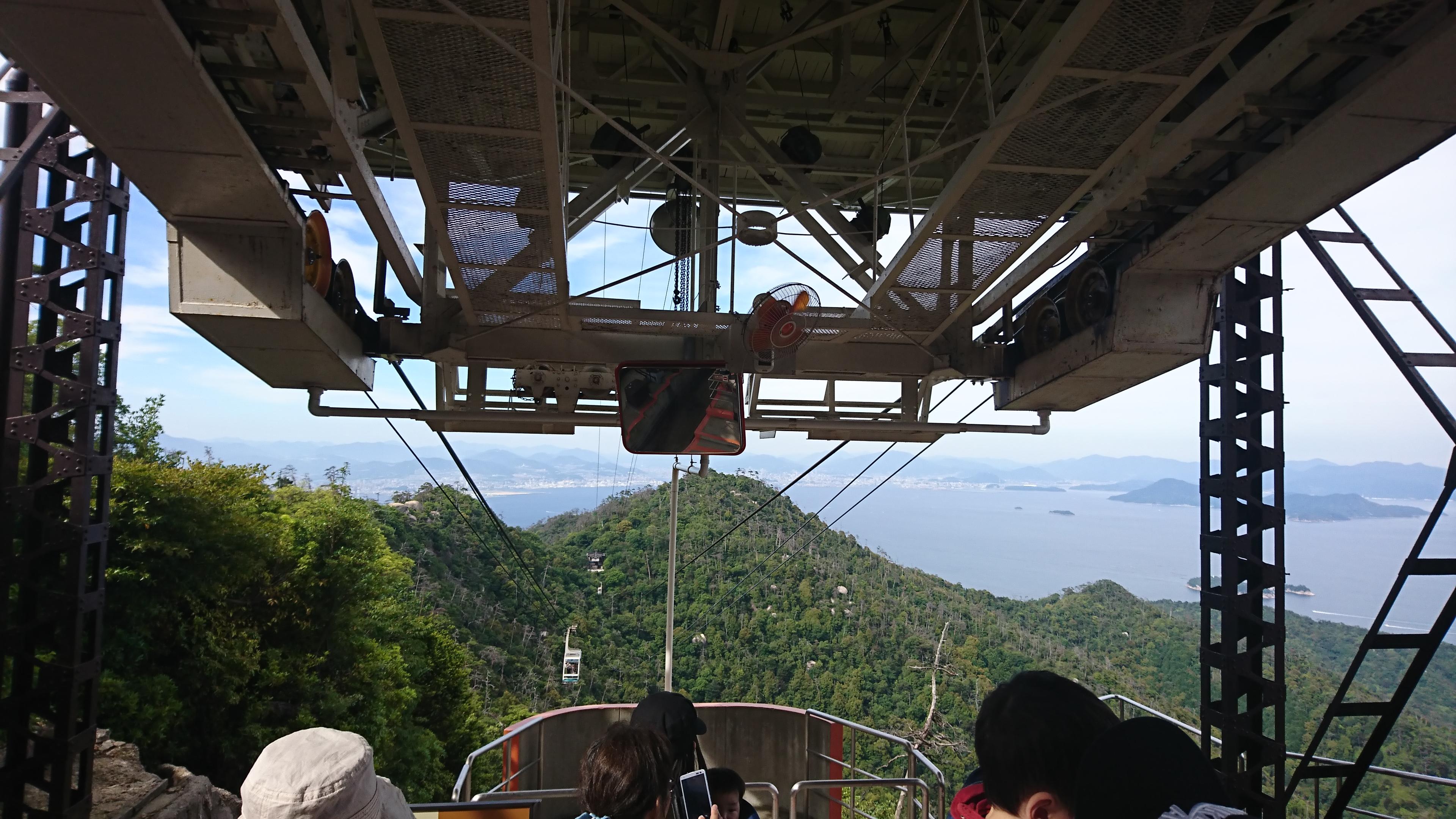 宮島の弥山に登るロープウェイ