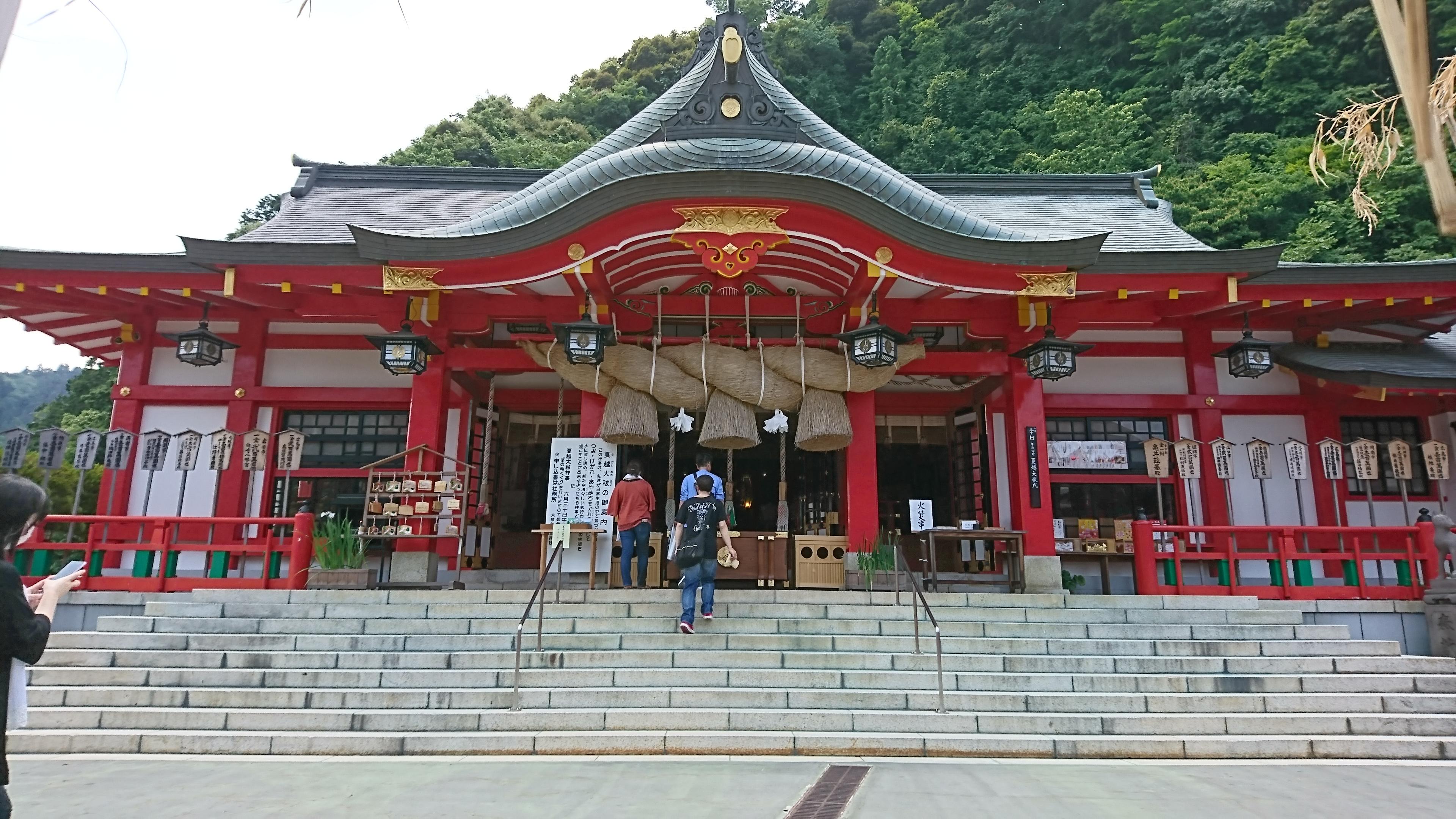 津和野の太鼓谷稲成神社は狐のお守りが人気です