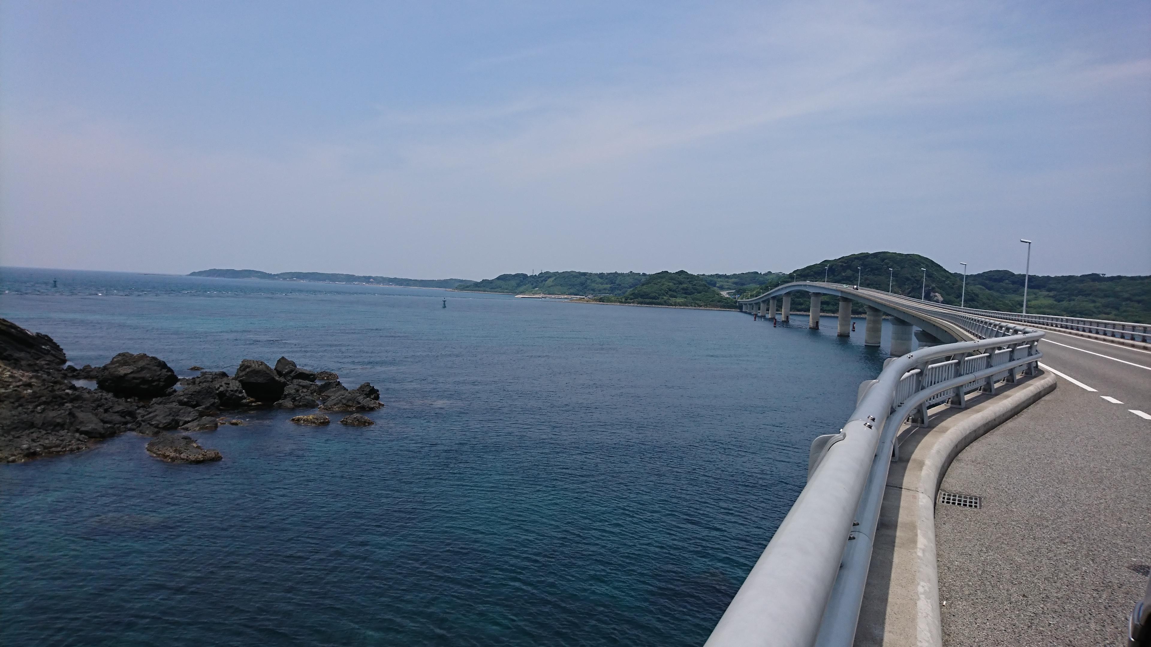 角島大橋途中で駐車して撮影しています