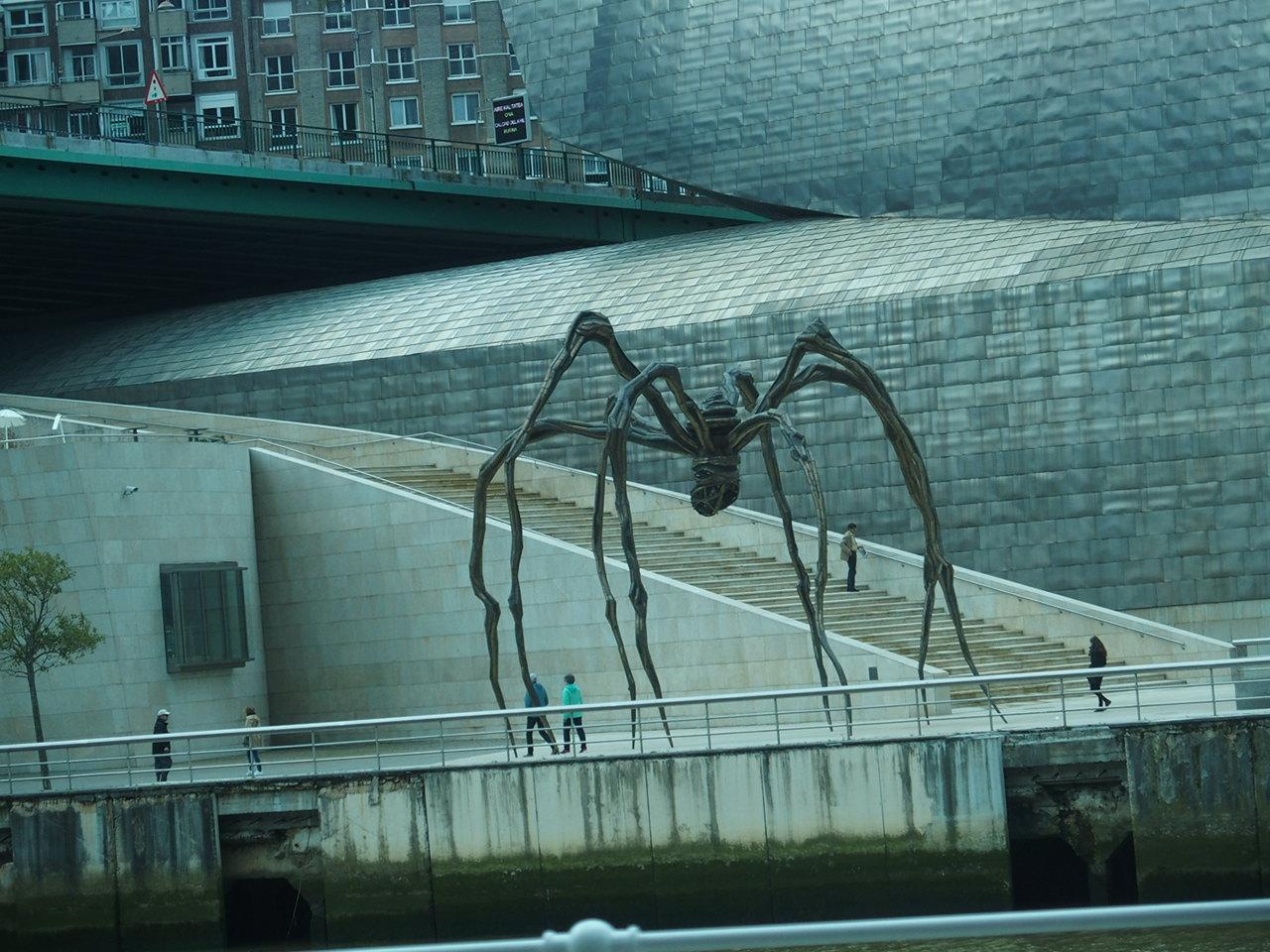 ビルバオのグッケンハイム美術館のオブジェ