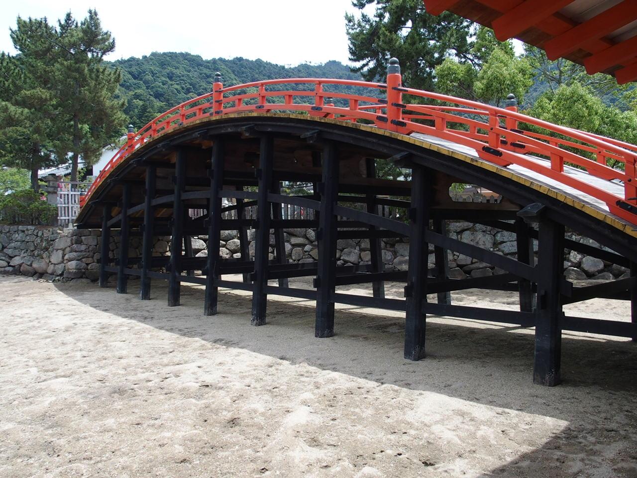 厳島神社の反り橋