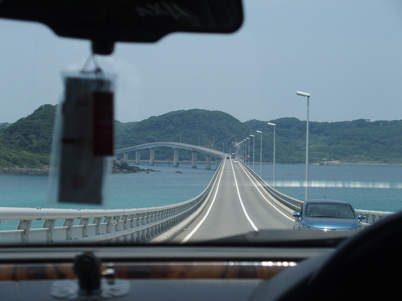 角島大橋を車内から撮影