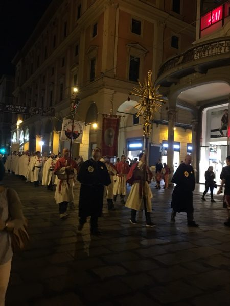 聖体の祝日にボローニャで出会った聖体の行列